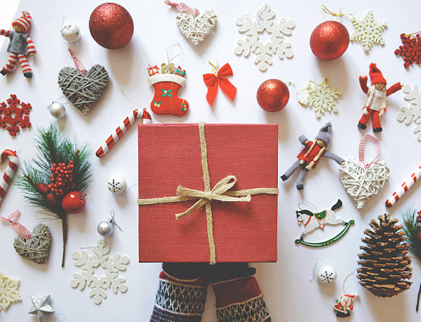 flat lay of christmas decoration and ornaments on white backgrou - winterdeko basteln stock-fotos und bilder
