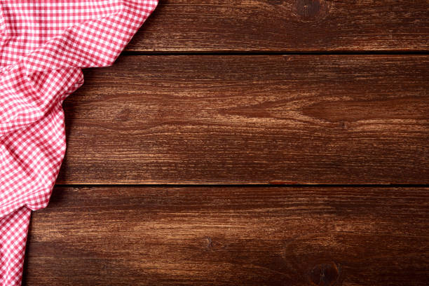 flat lay of old wooden background with red checkered dishcloth and space for text. - top view, wood table, empty imagens e fotografias de stock