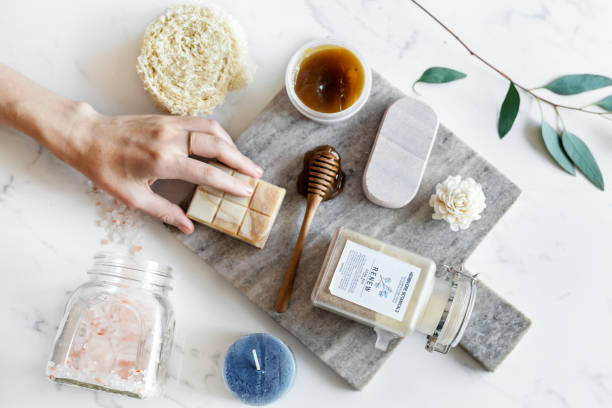 plat lay spa traitement densemble - exfoliant photos et images de collection