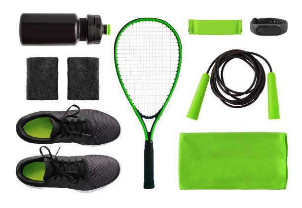 platte lay van sport accessoires en uitrusting geïsoleerd - sportartikelen stockfoto's en -beelden
