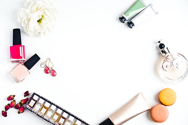 flat lay of woman's fashion beauty products on a white - 매니큐어 화장품 뉴스 사진 이미지