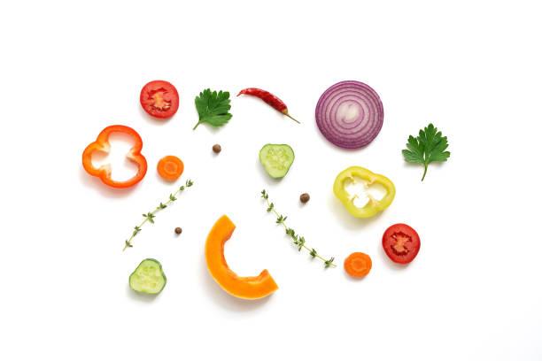 平鋪各種蔬菜,背景白色,隔離。頂部視圖 - 材料 個照片及圖片檔