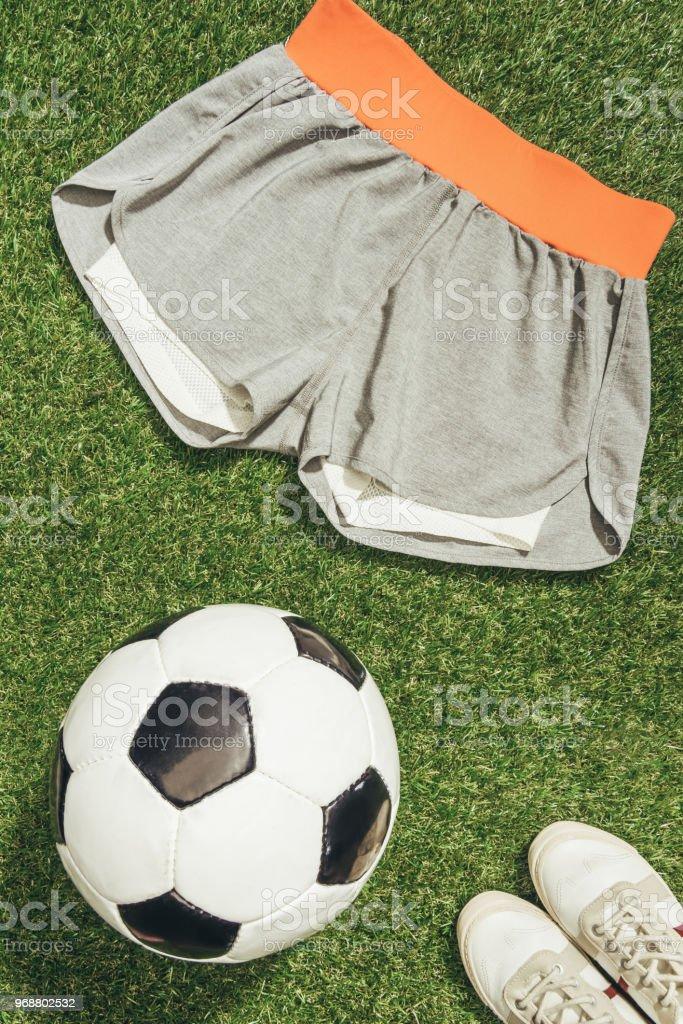 Balón Con Zapatillas Fútbol Ropa Deportiva Y Deporte Flat Lay De GSVLUjqzMp