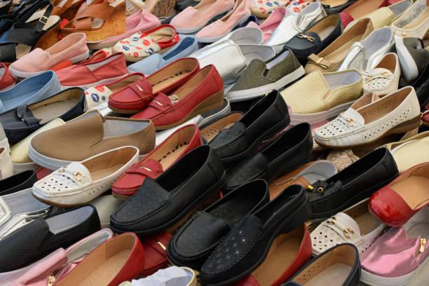 flache slipper-damenschuhe - damenschuhe k stock-fotos und bilder