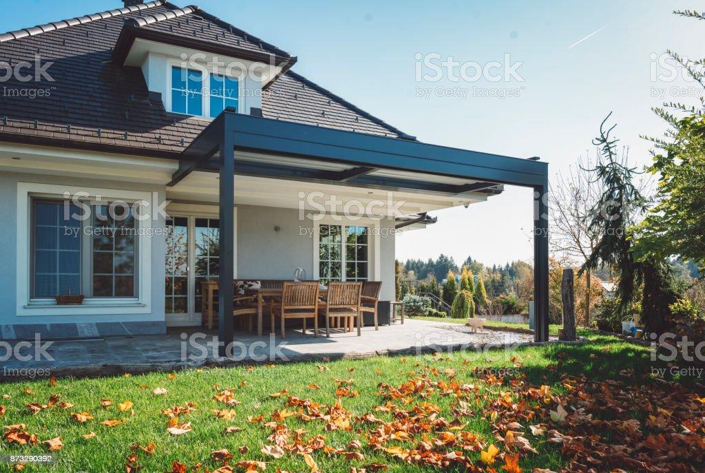 Flache moderne Dachterrasse – Foto