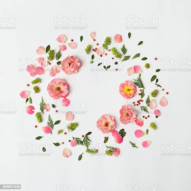 Flat nature floral round frame on white background top view picture id609801646?b=1&k=6&m=609801646&s=612x612&h=t9ym43qn7xk dw1g0lbwc51sfvy0r  dyzu7b7enmgu=