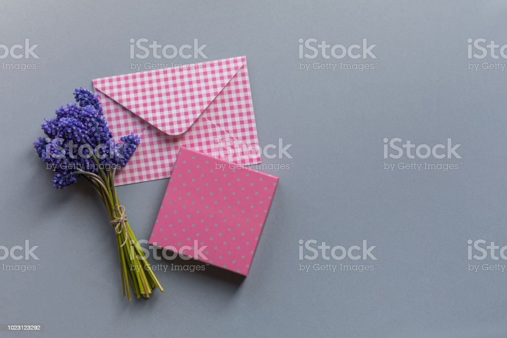 Flat pink envelope, pink present gifrtbox and the blooming bouquet of...