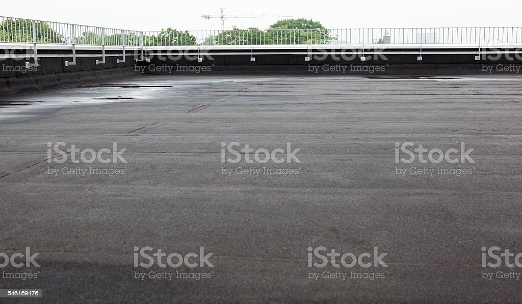 flat roof with roofing - foto de stock