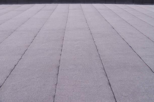 평면 지붕 코팅 표면. 가 열 하 고 용융 아스팔트 루핑 배경 패턴을 느꼈다. 스톡 사진