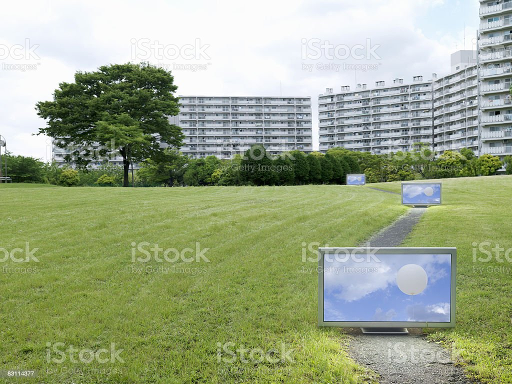 Flat TV placed in front of urban apartments royalty free stockfoto