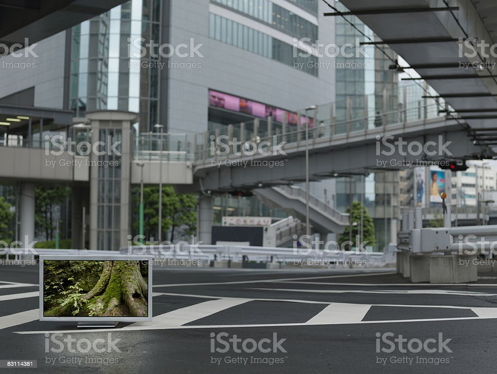 Flat TV placed on Urban street royalty free stockfoto