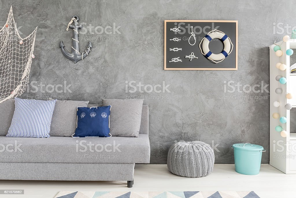 Flat with marine wall decorations photo libre de droits