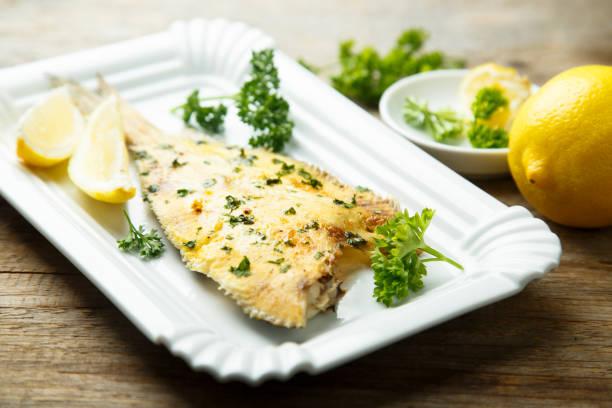 plattfisch - heilbutt stock-fotos und bilder