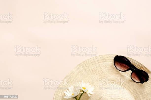 Flatlay composition with straw hat daisy flowers and sunglasses on picture id1163772420?b=1&k=6&m=1163772420&s=612x612&h=pcqzyio1icjuhw1a4ahxyivfu8gwpefhwdedomtuixc=