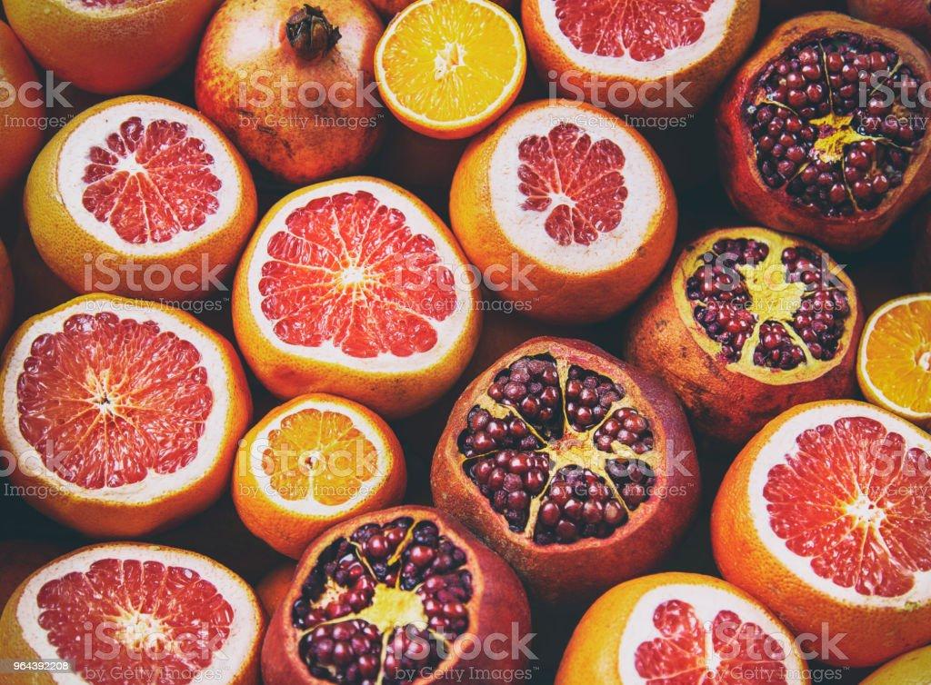 Vista de Flatlay de laranja, limão, romã, toranja filtrada imagem - Foto de stock de Abundância royalty-free