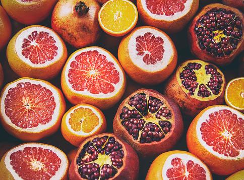 Foto de Vista De Flatlay De Laranja Limão Romã Toranja Filtrada Imagem e mais fotos de stock de Abundância