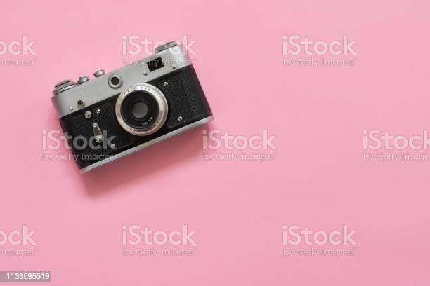Flatlay vintage retro camera on pink background copy space top view picture id1133595519?b=1&k=6&m=1133595519&s=612x612&h=1c1bzdowopsbf fwvzjkvbpolfyc1pcg8cgveluwb2i=