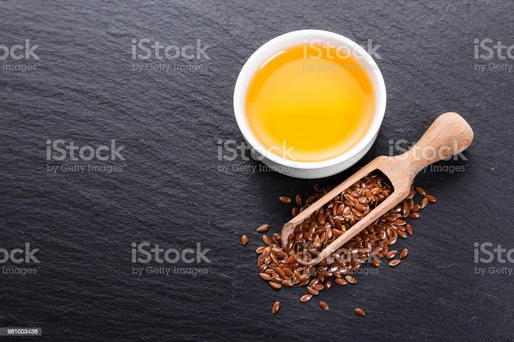 Leinsamen und Öl auf einem rustikalen Hintergrund - Lizenzfrei Bildhintergrund Stock-Foto