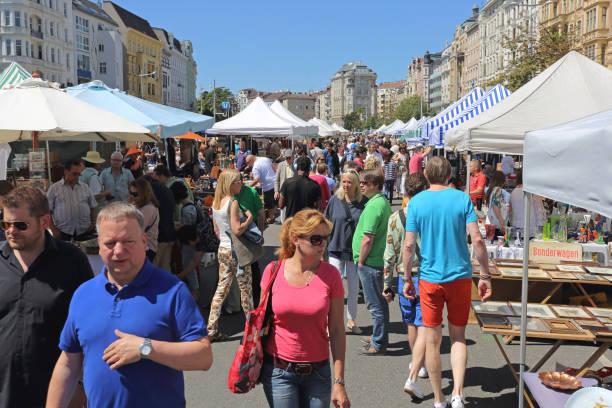 flea market vienna - naschmarkt stock-fotos und bilder