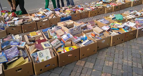 fleamarket der bücher - gebrauchte bücher verkaufen stock-fotos und bilder