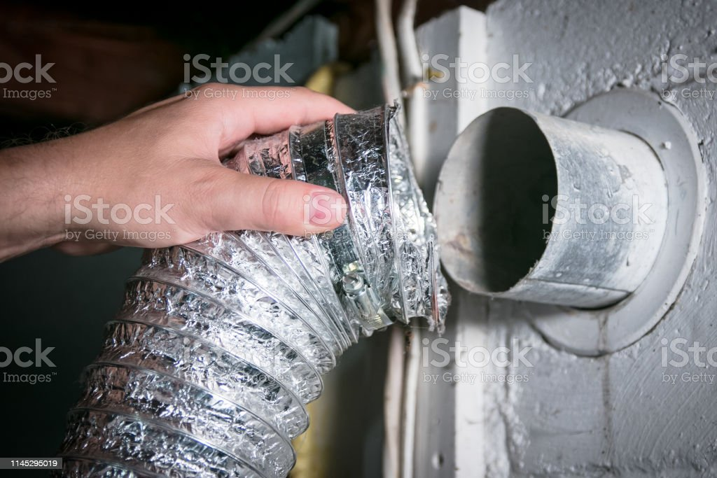 クリーニング/修理/維持のために取除かれる適用範囲が広いアルミニウムドライヤー出口のホース - ねじのロイヤリティフリーストックフォト