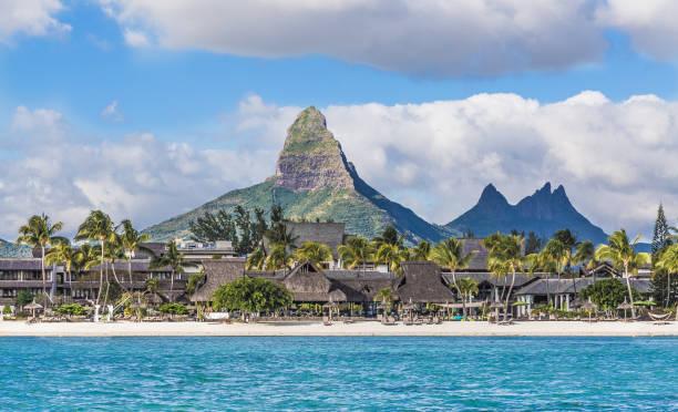 Flic En Flac Strand mit Piton De La Petite Rivière Noire Mauritius – Foto