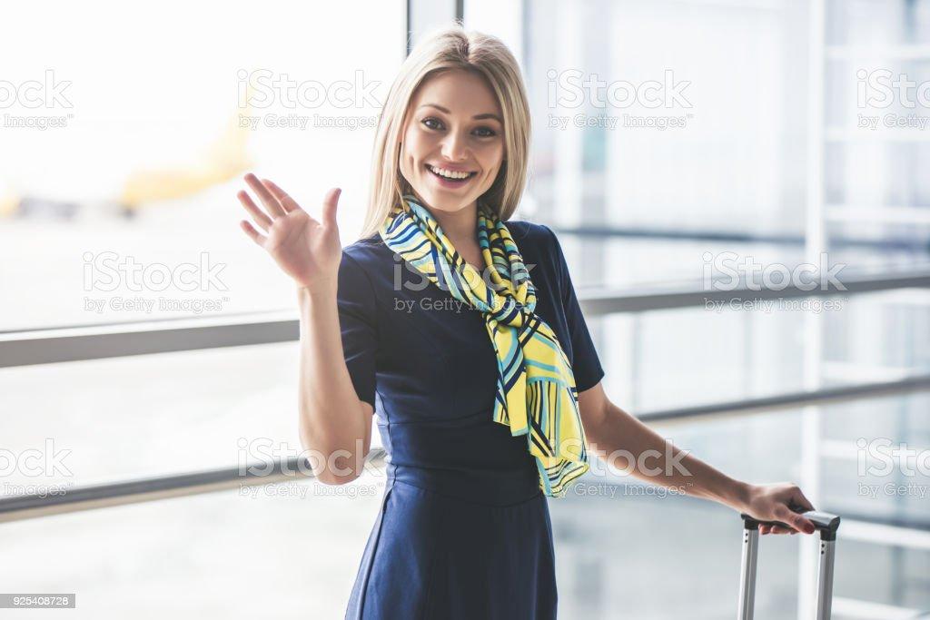 Flugbegleiter im Flughafen. Flugbegleiter – Foto