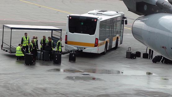De Weergave Van De Bedienden Van De Vlucht In Frankfurt International Airport In Duitsland Europa Stockfoto en meer beelden van Aankomst