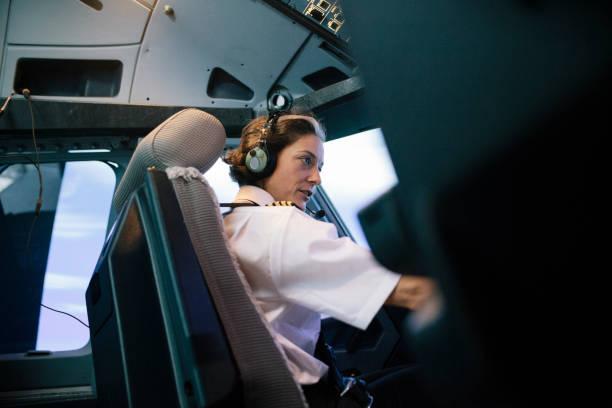 Fluglehrer im Simulator Cockpit Betrieb Flugzeug sitzen – Foto