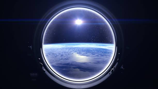 vlucht van het ruimtestation boven de aarde. internationaal ruimtestation iss is een baan om de aarde. aarde zoals gezien door ronde venster van iss. de zon in het venster van het ruimtevaartuig. sterrenhemel. nasa. - new world stockfoto's en -beelden