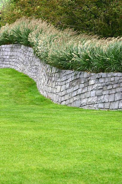flint wall - steine für gartenmauer stock-fotos und bilder