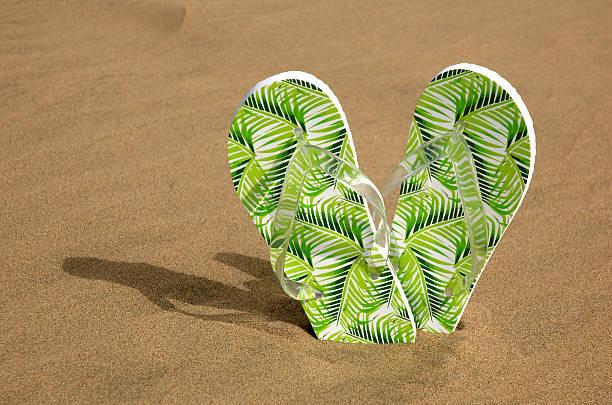 Flip flops in den sand – Foto