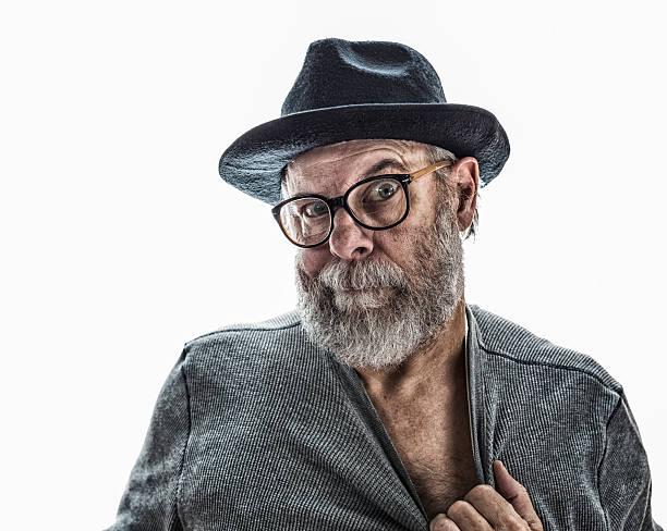 Flirten alter Mann mit schwarzen Hut im Fedora-Stil – Foto
