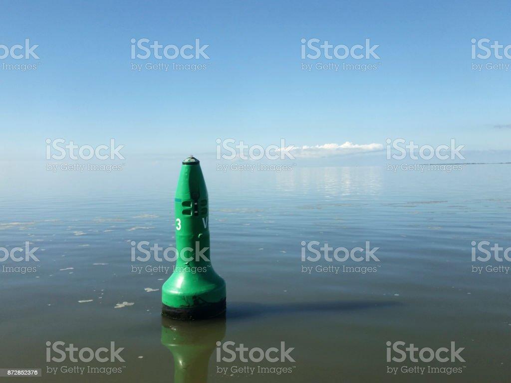 Schwimmende grüne Boje – Foto
