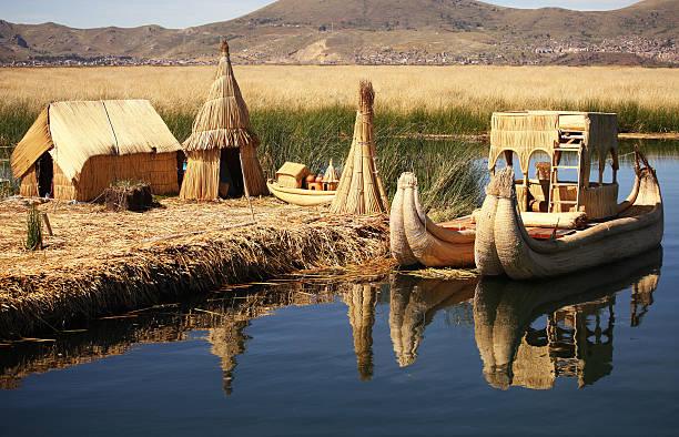 浮かぶ島チチカカペルー - チチカカ湖 ストックフォトと画像