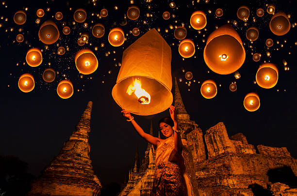 floating lamp Thai woman with floating lamp in Ayuthaya historical park, with Wat Phra Sri Sanphet temple background, Thailand chiang mai province stock pictures, royalty-free photos & images