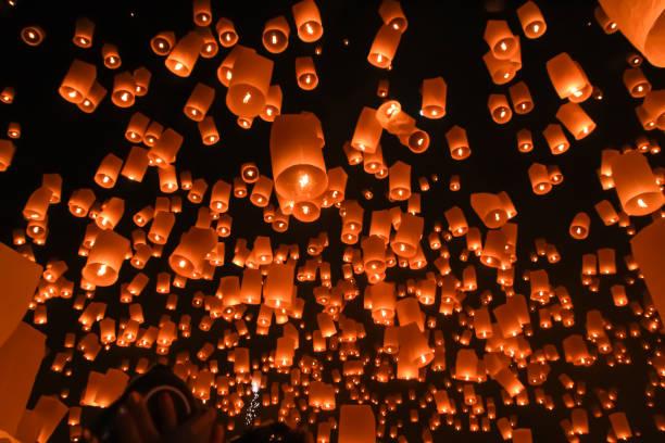 Lanterne flottante sur le ciel - Photo