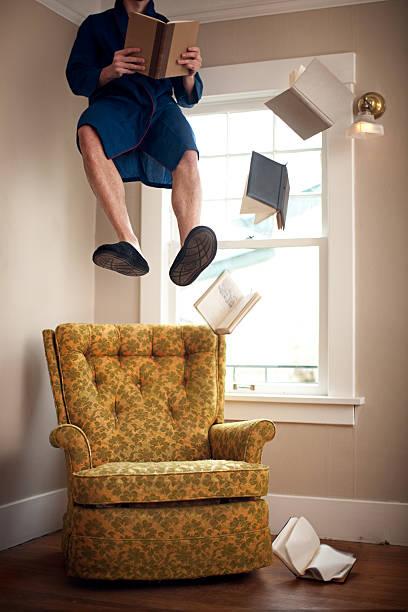 schwimmendes wohnzimmer - humor bücher stock-fotos und bilder