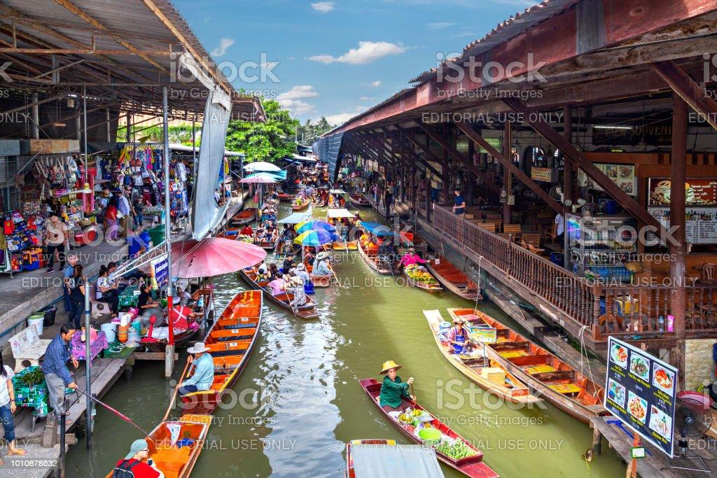 Floating Market in Damnoen Saduak, Thailand stock photo