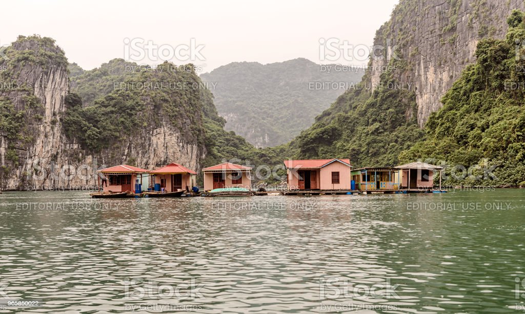 Zwevende dorp in Halong Bay, Vietnam. - Royalty-free Avontuur Stockfoto