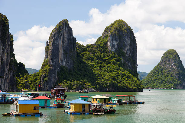 Floating villas in halong bay, in Vietnam Halong Bay, Vietnam hanoi stock pictures, royalty-free photos & images