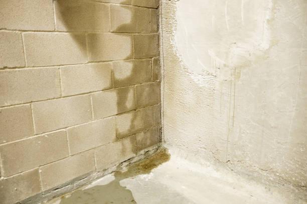 flood in my building - danneggiato foto e immagini stock