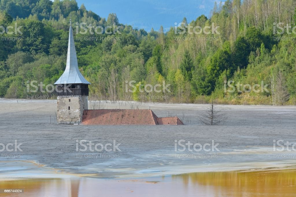 Flooded and abandoned church in the middle of a contaminated lake foto stock royalty-free