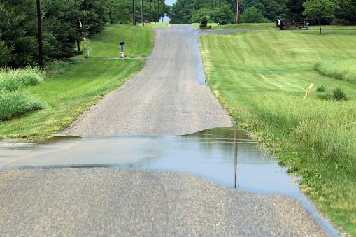 Overstroomd Landelijke Weg Stockfoto en meer beelden van Buitenopname