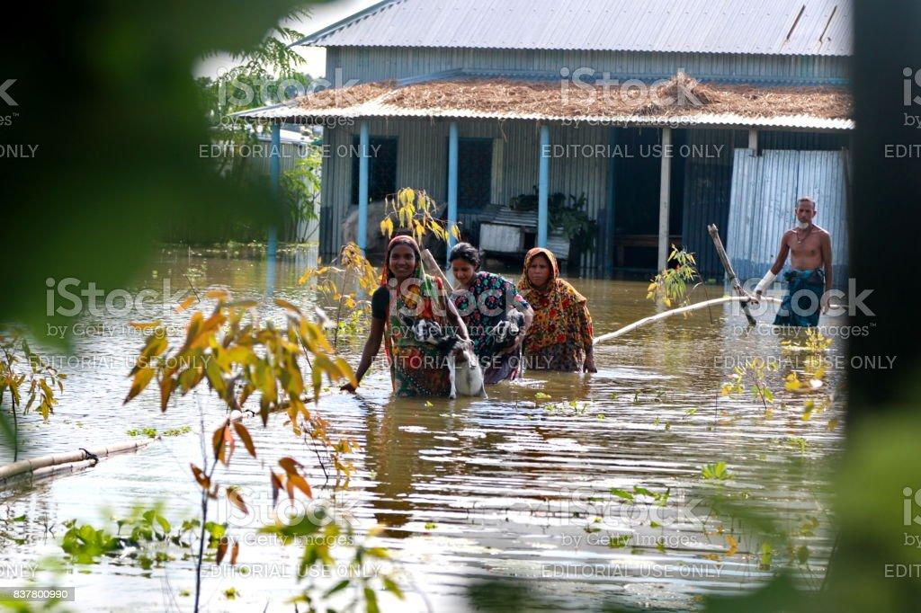 Inundaciones devastan un tercio de Bangladesh - foto de stock