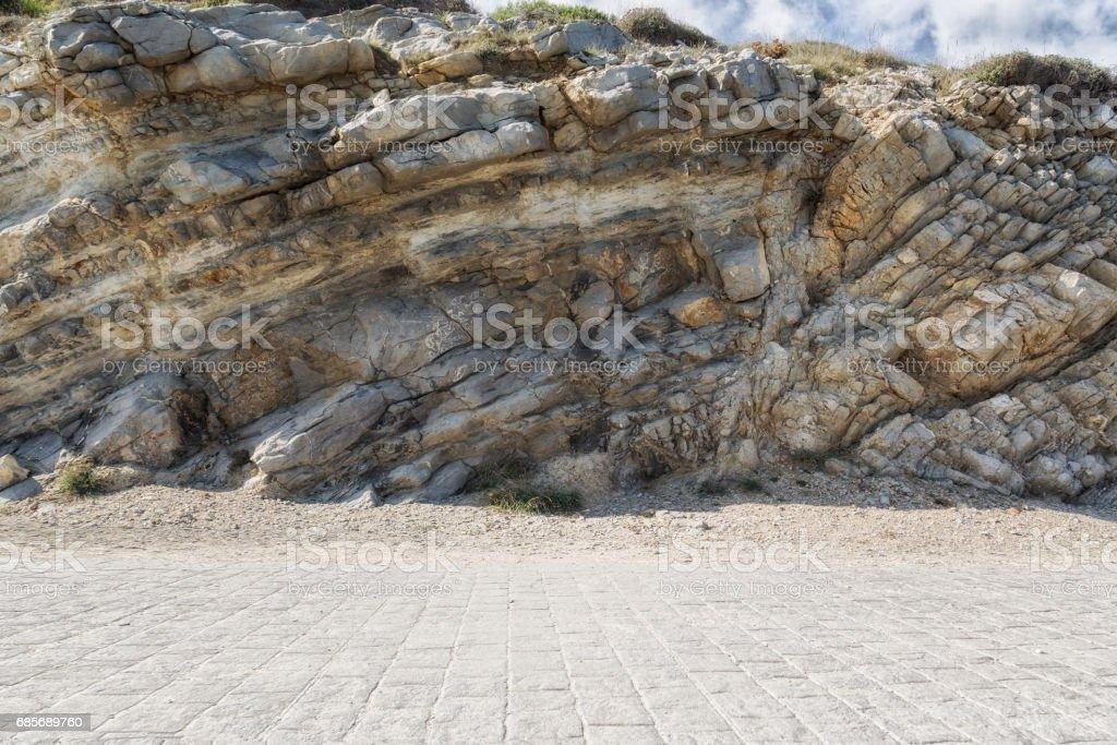 Stock von Pflastersteinen mit Steinmauer im Hintergrund Lizenzfreies stock-foto