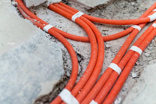 electric instalation - kabelkanal weiß stock-fotos und bilder
