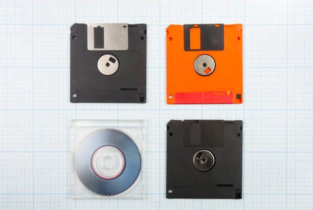 disketten und mini-cd - cd ständer stock-fotos und bilder