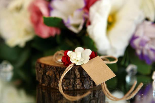 floral und kerze halter hochzeitsdekoration auf tisch - geburtstag vergessen stock-fotos und bilder