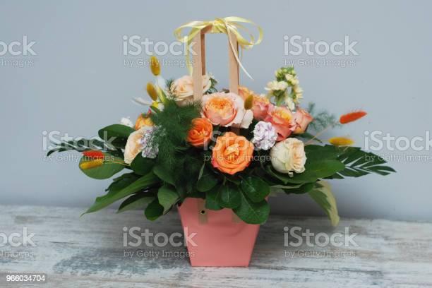 Floral Arrangement Of Autumn Orange Flowerscolorful Roses Bouquet — стоковые фотографии и другие картинки Абстрактный